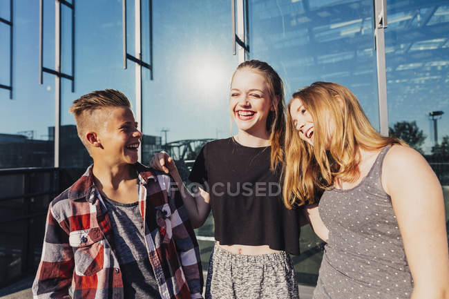 Three laughing teenagers outdoors — Stock Photo