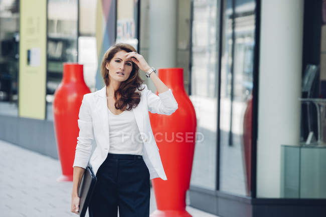 Businesswoman outdoors holding file — Stock Photo