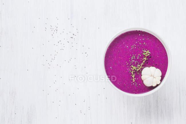 Tigela de smoothie da fruta dragão na terra de luz — Fotografia de Stock