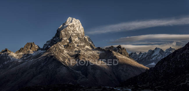 Taboche durante il giorno, Khumbu, regione dell'Everest, Himalaya, Nepal — Foto stock