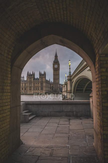Royaume-Uni, Angleterre, Londres, Westminster Bridge und Palais de Westminster en soirée — Photo de stock