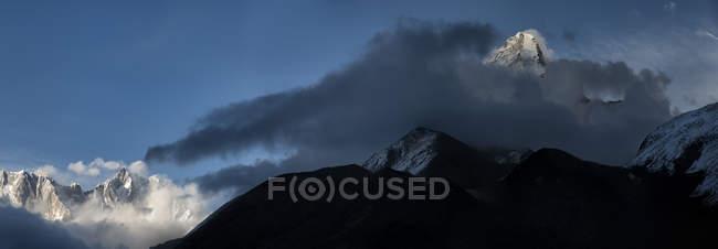 Nepal, Himalaya, Khumbu, Ama Dablam against cloud — Stock Photo