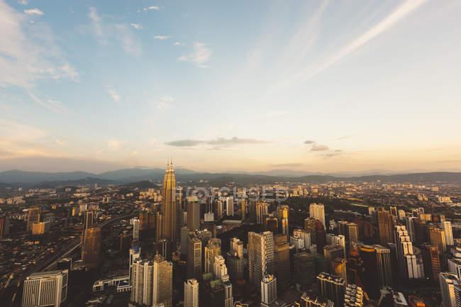 Paisaje al atardecer de Kuala Lumpur, Malasia - foto de stock