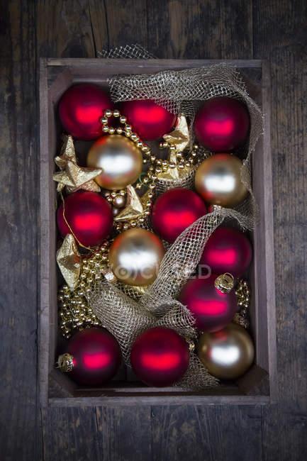Caja de madera de la decoración de la Navidad - foto de stock