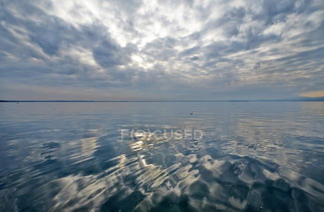 Natural landsacpe with Lake Garda — Stock Photo