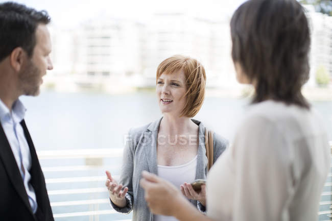 Business colleagues meeting outside the office — Stock Photo