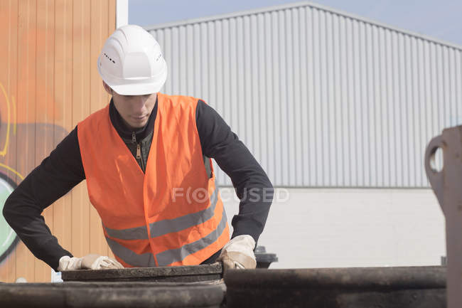 Construction worker standing with tun — Stock Photo
