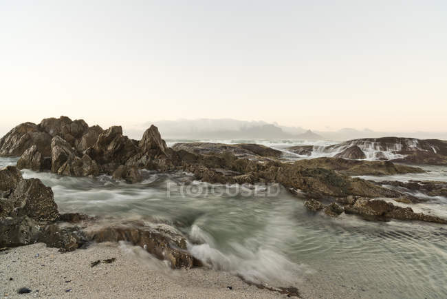 View of Bloubergstrand at sunrise, Cape Town, South Africa — Stock Photo