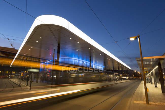Germany, Augsburg, tram stop at Koenigsplatz in the evening — Stock Photo