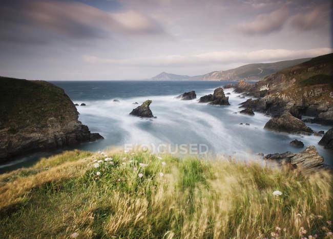 Espagne, Galice, Ferrol, paysage sur la côte dans une journée venteuse — Photo de stock