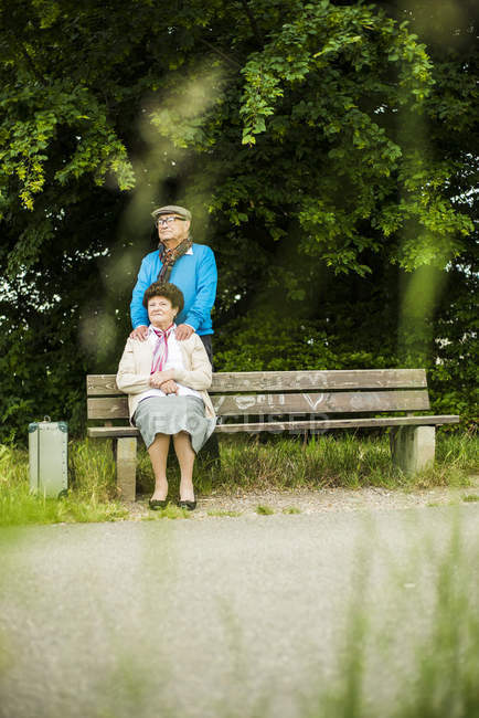 Senior couple resting in park — Stock Photo