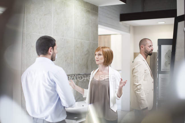 Customer asking bathroom shop salesman about products — Stock Photo