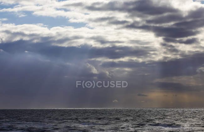 Germany, Mecklenburg-Western Pomerania, Fischland-Darss-Zingst, Baltic Sea and clouds over water — Stock Photo
