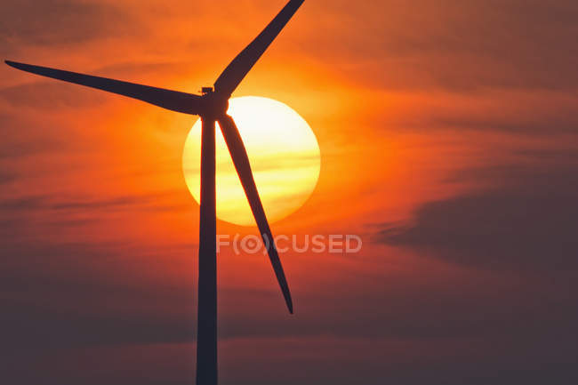 Germany, Bavaria, evening sun and wind wheel — Stock Photo