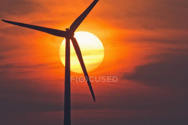 Germany, Bavaria, evening sun and wind wheel — Stock Photo