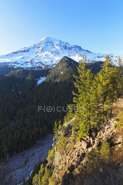 USA, Washington, Daytime mountainscape with Mount Rainier — Stock Photo