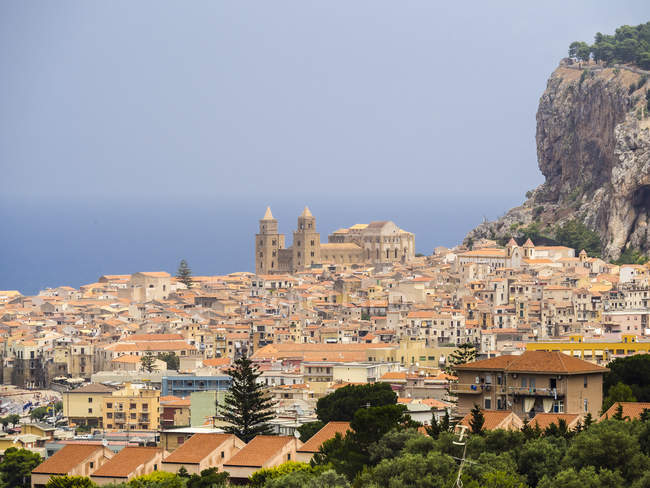 Italy, Sicily, Aerial view of Cefalu with Cefalu Cathedral — Stock Photo