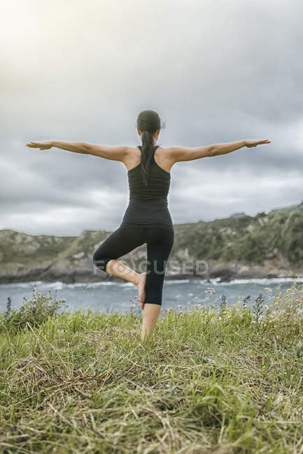 Spain, Gijon, woman doing yoga exercises — Stock Photo