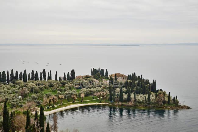 Lake Garda and Baia delle Sirene view — Stock Photo
