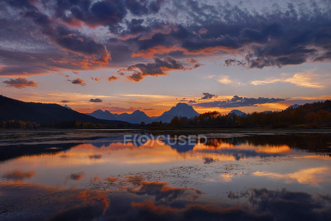 États-Unis, Wyoming, Grand Teton National Park, Teton Range, Mount Moran, Oxbow Bend, Snake River au coucher du soleil — Photo de stock