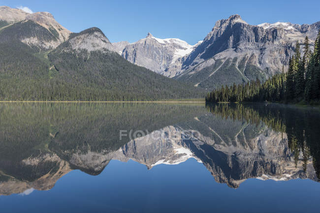 Canadá, British Columbia, Parque Nacional de Yoho, Emerald Lake — Fotografia de Stock