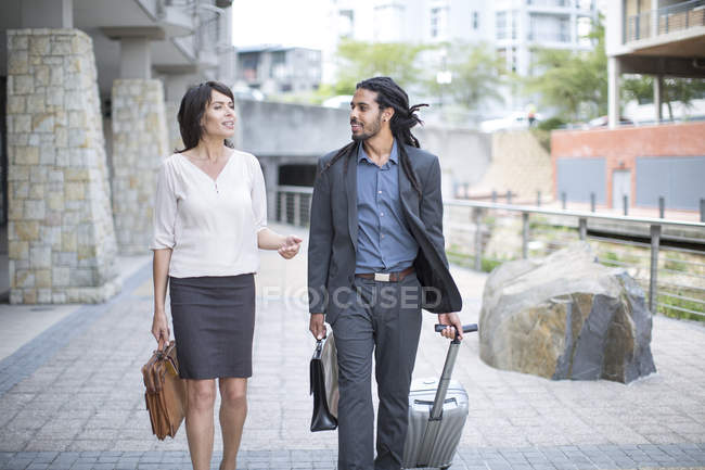 Businessman and woman on business trip — Stock Photo