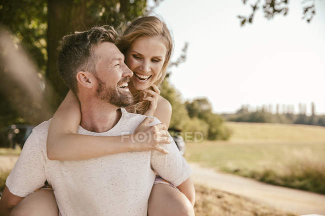 Carefree couple in the nature — Stock Photo