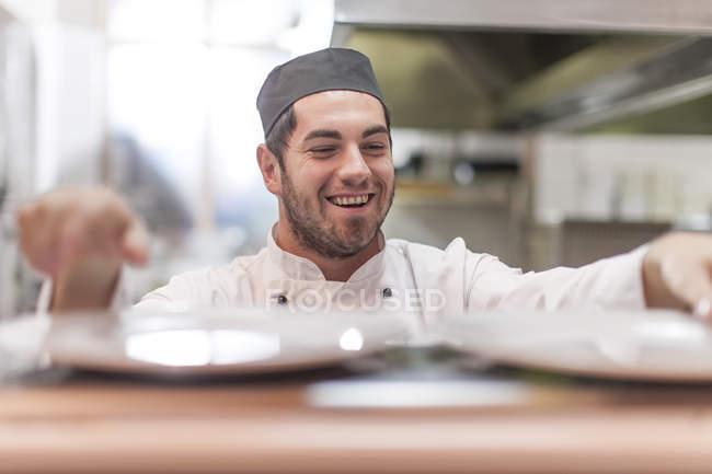 Chef preparing plates in restaurant kitchen — Stock Photo