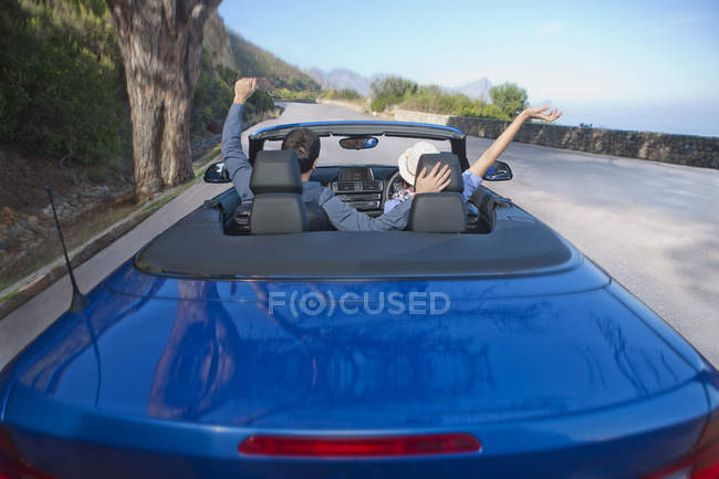 Back view of  happy couple in a convertible — Stock Photo