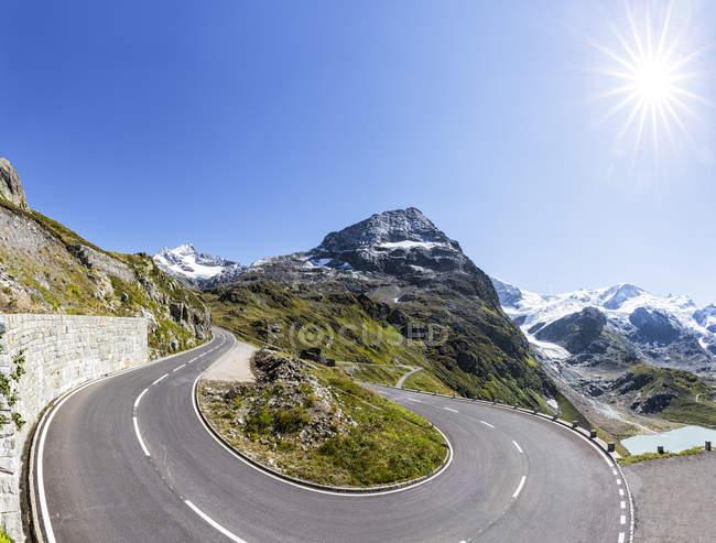Schweiz, Sustenpass, Berner Oberland, Gadmertal, Bergstraße und Stein-Gletscher — Stockfoto
