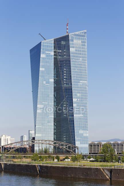 Alemanha, Frankfurt, vista para o prédio do Banco Central Europeu — Fotografia de Stock
