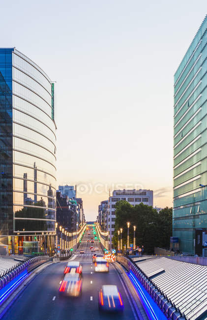 Belgien, Brüssel, Europaviertel, Rue De La Loi am Abend — Stockfoto