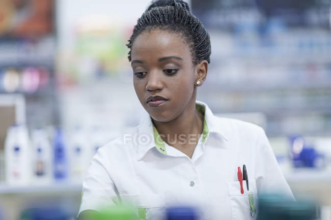 Portrait of female pharmacist in drug store — Stock Photo