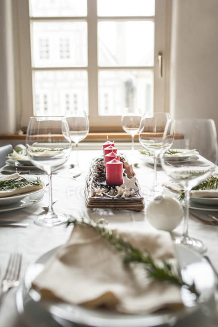 Daytime view of festive laid table with Christmas decoration — Stock Photo