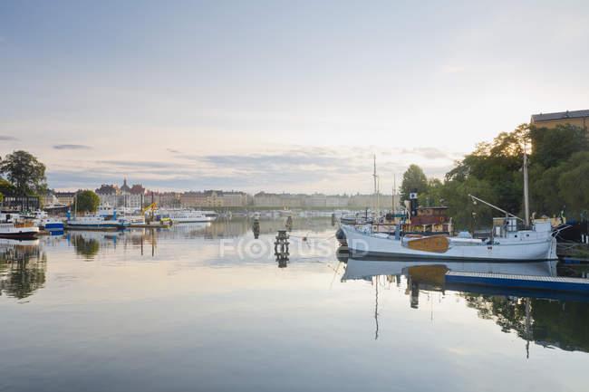 Svezia, Stoccolma, vista sul lungomare Strandvaegen — Foto stock