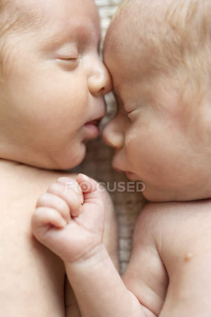 Close-up of Newborn twins sleeping on blanket side by side — Stock Photo