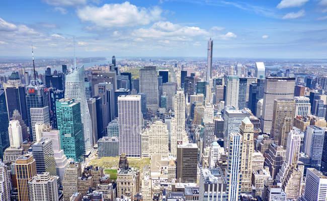 Vista elevata di Manhattan alla luce del giorno, New York, USA — Foto stock