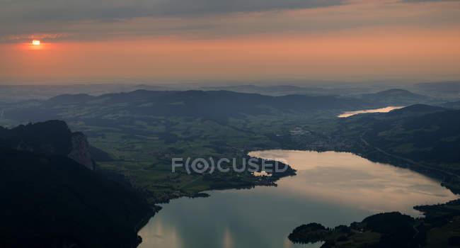 Áustria, Salzkammergut, Mondsee lagos e Irrsee ao pôr do sol — Fotografia de Stock