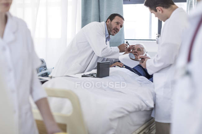 Doctors examining a patient in a hospital — Stock Photo