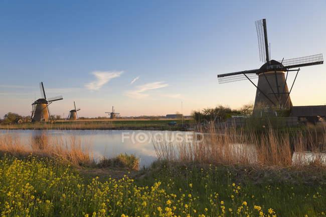 Países Bajos, Kinderdijk, Molinos de viento Kinderdijk - foto de stock