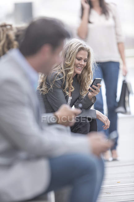 Portrait of smiling woman with smartphone — Stock Photo