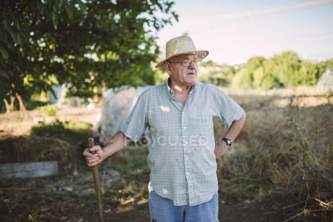 Портрет фермер соломенной шляпе — стоковое фото