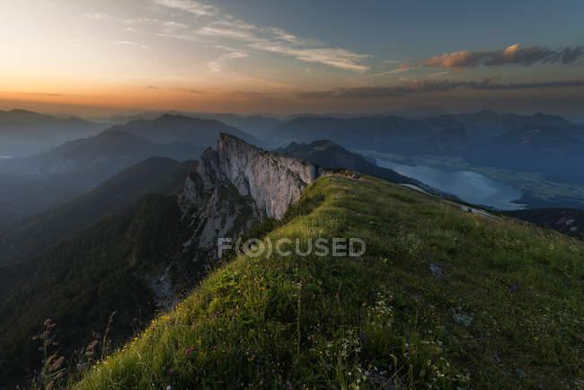 Austria, Salzkammergut, Lago Wolfgangsee all'alba — Foto stock