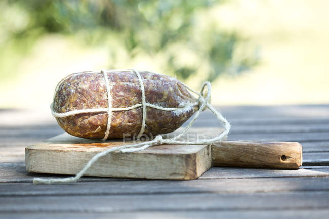 Крупным планом Briciolona на деревянной доске — стоковое фото