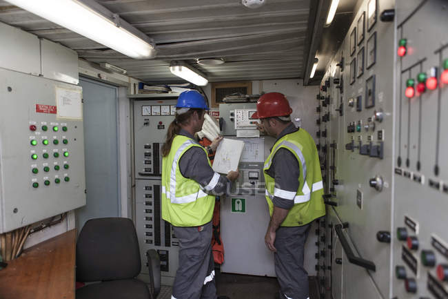 Crew working in control room on a cargo ship — Stock Photo