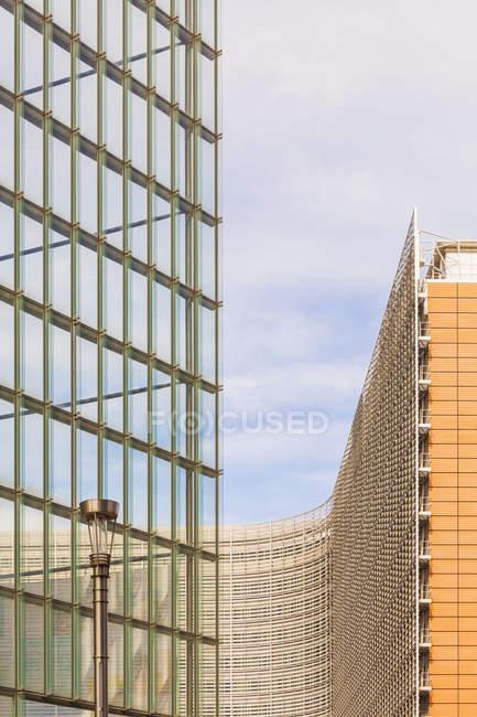 Belgio, Bruxelles, Quartiere europeo, edificio Charlemagne e edificio Berlaymont, Commissione europea — Foto stock