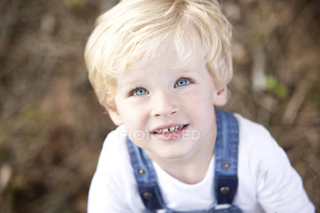 Portrait of smiling little boy with blue eyes — Stock Photo