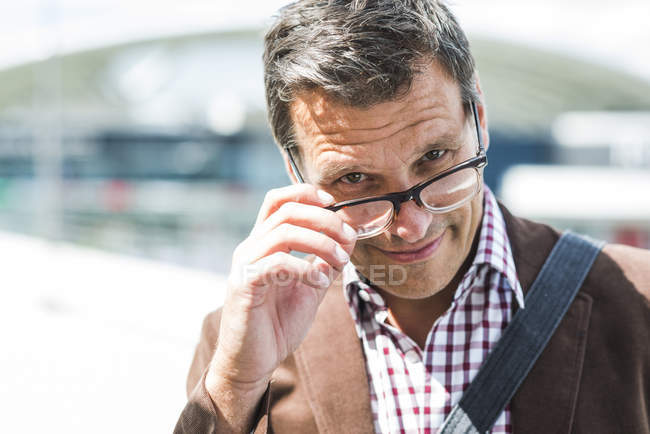 Mature man wearing glasses, portrait — Stock Photo