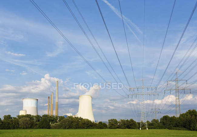 Germany, Hesse, Grosskrotzenburg Power Station on field — Stock Photo