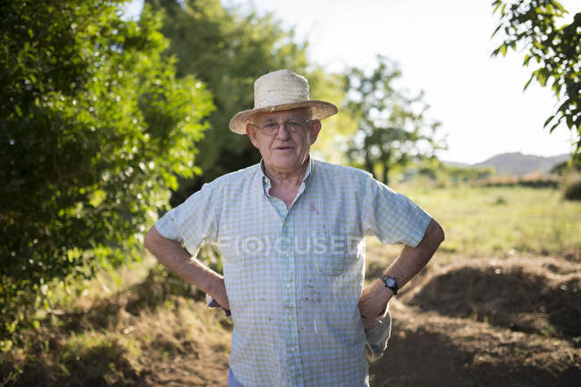 Portrait of farmer with hands on his hips — Stock Photo